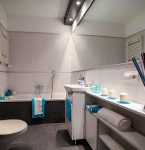 Malé koupelny s pěkným obkladem
